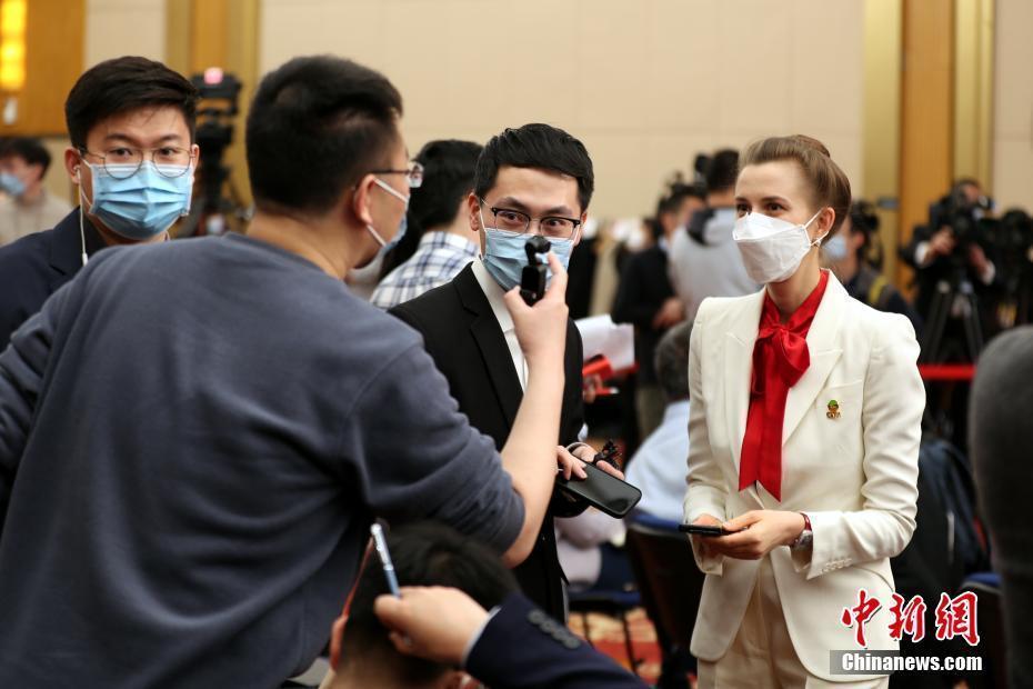 中国国务委员兼外交部长王毅回答中外记者提问